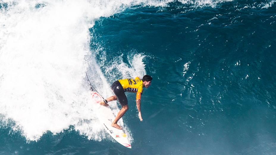 Gabriel Medina durante sua 1º bateria no primeiro dia de competição do Billabong Pipe Masters, última etapa do Circuito Mundial de Surfe, nesta sexta-feira (12) na praia de Pipeline, em Honolulu, na ilha de Oahu no Havaí, Estados Unidos