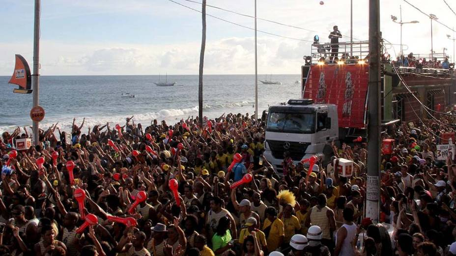 Timbalada no trio elétrico em Salvador, em 18/02/2012