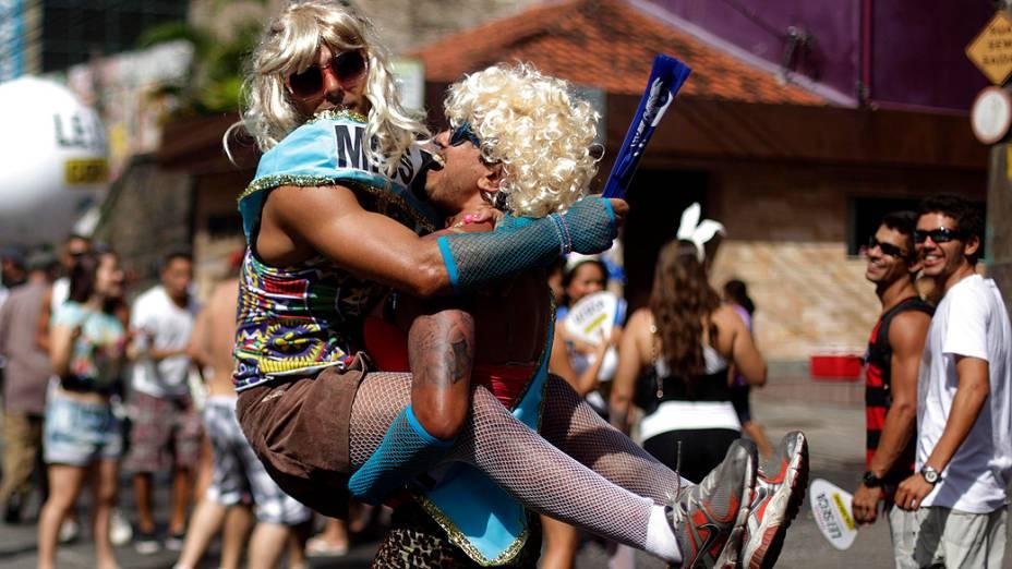 Foliões no bloco de carnaval Suvaco de Cristo, na zona Sul