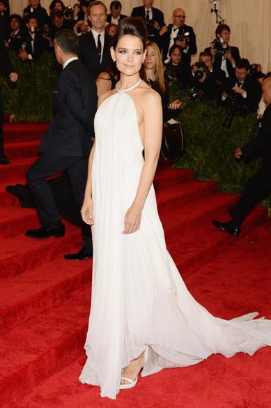 Katie Holmes durante cerimônia de gala no Metropolitan Museum, em Nova York