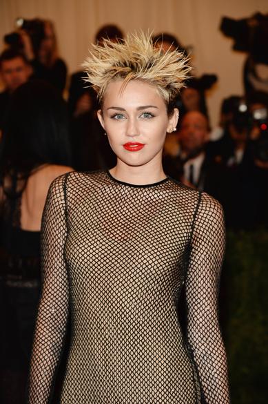 Miley Cyrus durante cerimônia de gala no Metropolitan Museum, em Nova York
