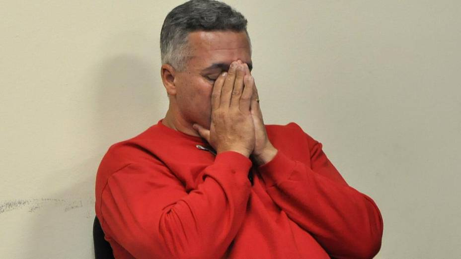 Bola se senta no banco dos reús no primeiro dia de seu julgamento, em Minas Gerais