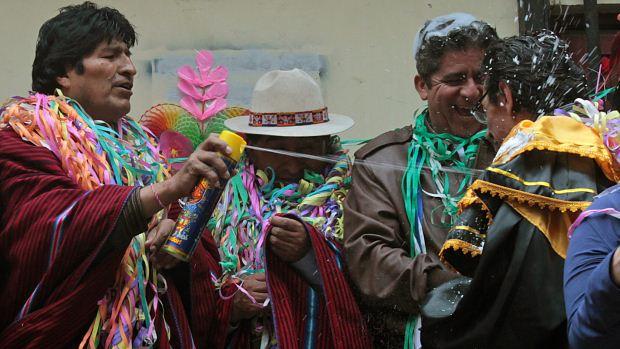 O presidente boliviano Evo Morales na abertura dos festejos de Carnaval em La Paz, na Bolívia, com rituais de agradecimento à Pachamama, a mãe Terra - 17/02/2012<br>
