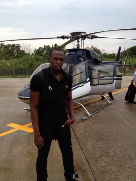 <br><br>  Usain Bolt se prepara para passeio de helicóptero no Rio