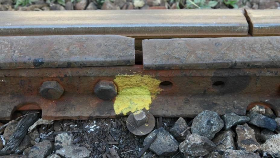Uma junta de dilatação com problemas: falta de manutenção é flagrante ao longo de toda a linha