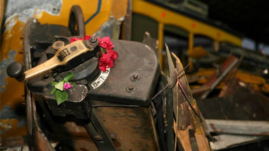 Um dos controles do bonde: maquinista foi um dos primeiros a morrer no choque