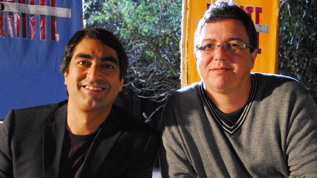 Zeca Camargo e Boninho nos bastidores de No Limite, em 2009