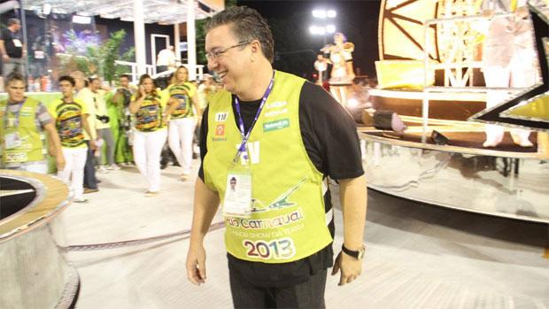 Boninho comanda a transmissão do Carnaval do Rio de Janeiro na TV Globo