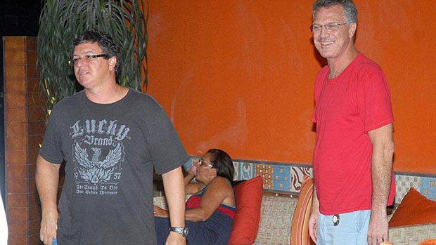Boninho e Pedro Bial se encontram em churrascaria no Rio, em 2010