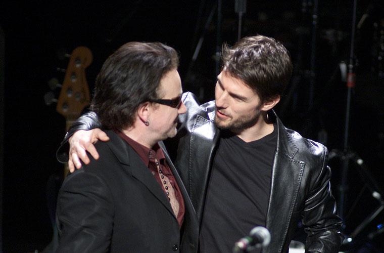 Com o ator Tom Cruise, lançou sua campanha pela pesquisa cardiovascular em Los Angeles, em 2002.