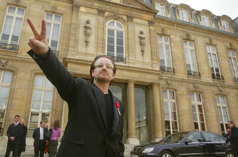 Paris, 2003. Bono encontrou-se com o presidente Jacques Chirac quando fazia campanha para que os débitos dos países em desenvolvimento fossem perdoados.