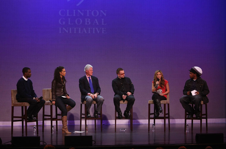 Em Giving - Live At The Apollo, programa da MTV americana, respondeu a perguntas de jovens com o ator Chris Rock, a cantora Alicia Keys, o ex-presidente Bill Clinton e a cantora Shakira. O ano era 2007.