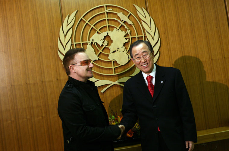 O cantor visita o secretário geral da ONU Ban Ki-moon, em Nova York, 2008.