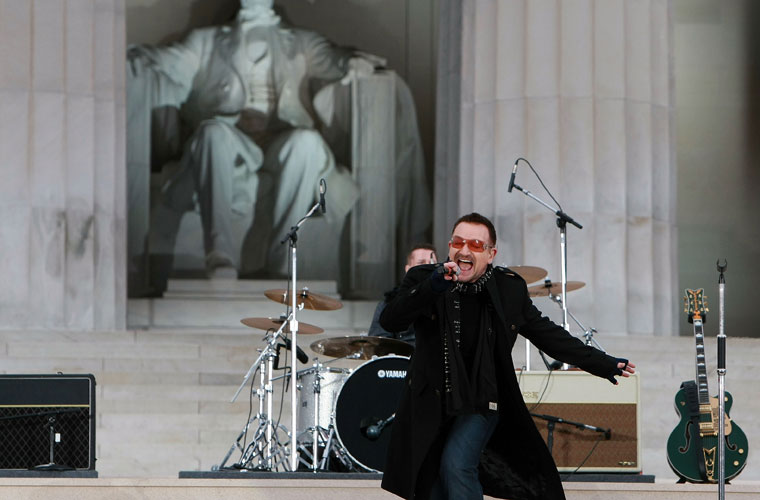 Com a banda U2 no show inaugural do mandato do presidente americano Barack Obama em Washington, em 2009.