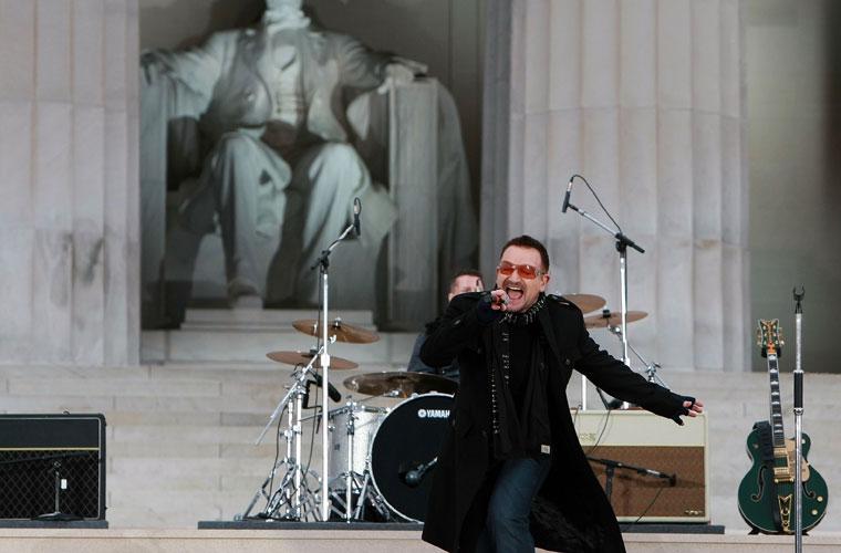 Com a banda U2 no show inaugural do mandato do presidente americano Barack Obama em Washington, em 2009.