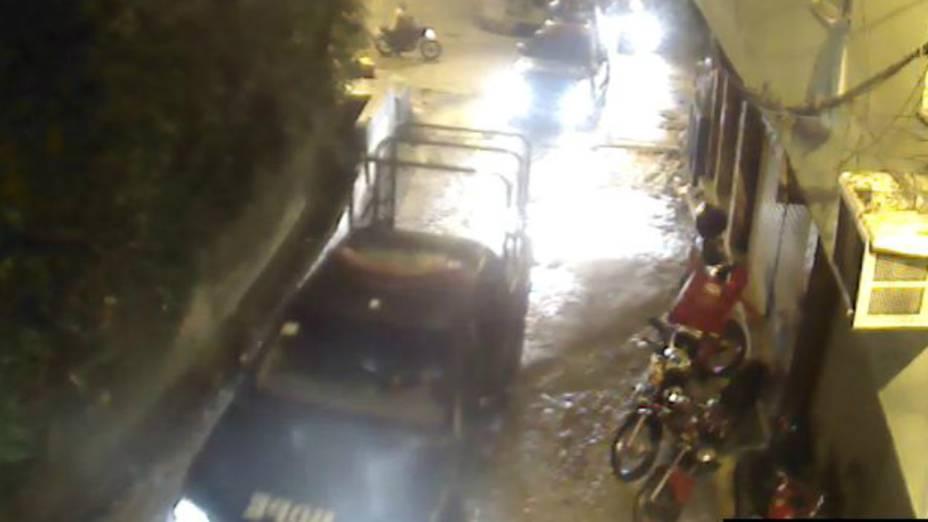 Uma viatura do Bope sobre a favela da Rocinha na noite do desapareciemnto do pedreiro Amarildo: presença da tropa foi omitida nos depoimentos de acusados