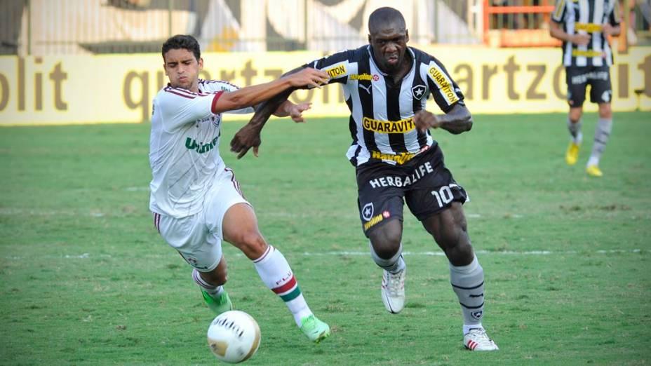 Disputa de bola, entre Botafogo x Fluminense válida pelo Campeonato Carioca realizado no Estádio Raulino de Oliveira