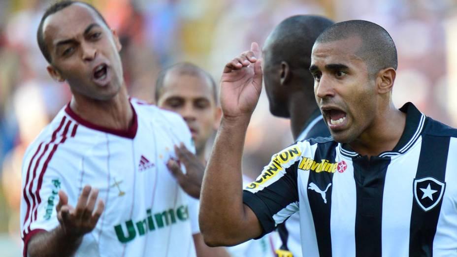 Leandro Euzébio e Julio Cesar discutem durante partida entre Botafogo x Fluminense, válida pela final da Taça Rio