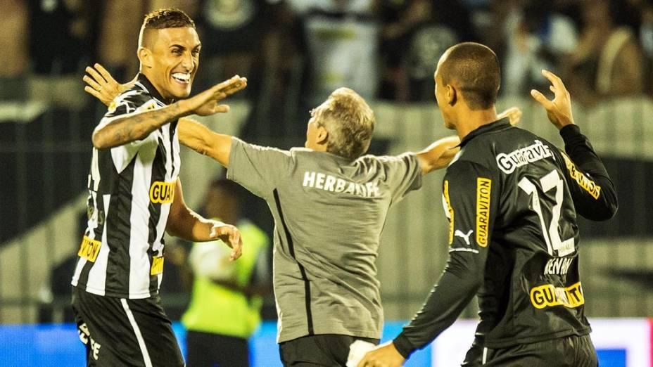Técnico Oswaldo de Oliveira comemora o título, após vitória do Botafogo por 1 a 0, sobre o Fluminense