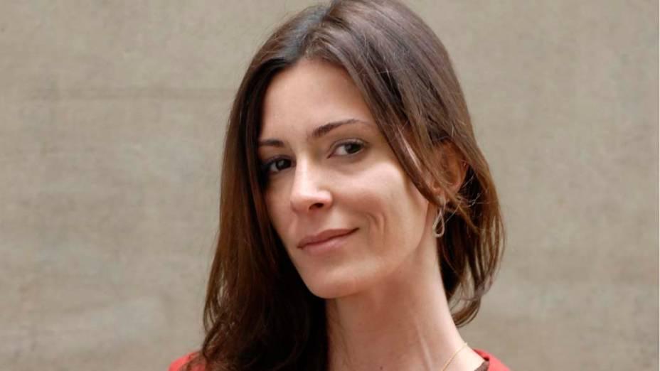 Thelma (Cristine Peron) é a médica que cuidará do presidente após ele sofrer um atentado