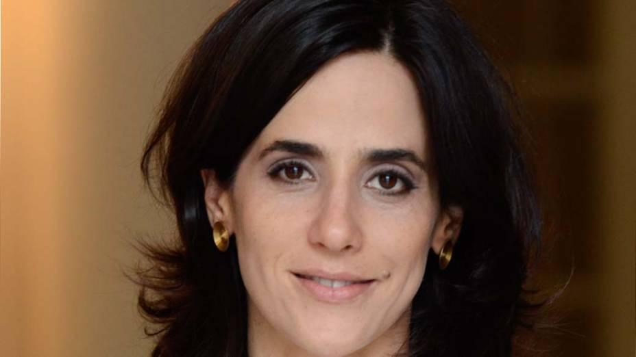 Fernanda (Mariana Lima) é uma charmosa deputada responsável pela comunicação do presidente com o Congresso