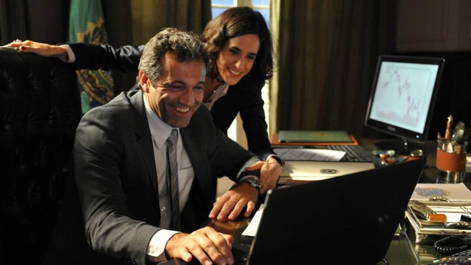 Fernanda (Mariana Lima) cai nos encantos de Paulo ventura (Domingos Montagner)