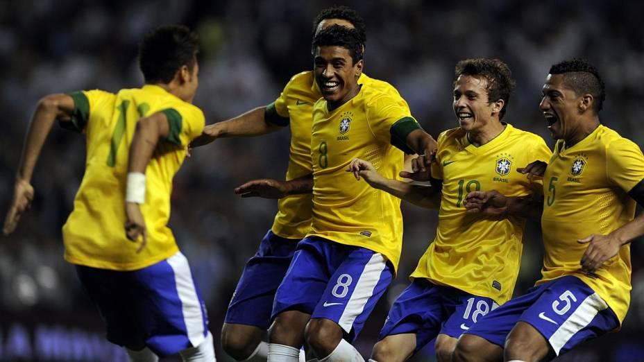 Após a definição nos pênaltis, brasileiros comemoram o título do Superclássico