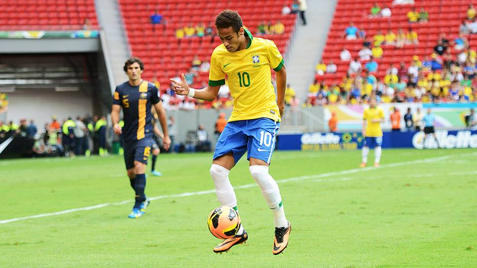 Neymar domina a bola durante amistoso entre Brasil e Austrália no estádio Mané Garrincha em Brasília