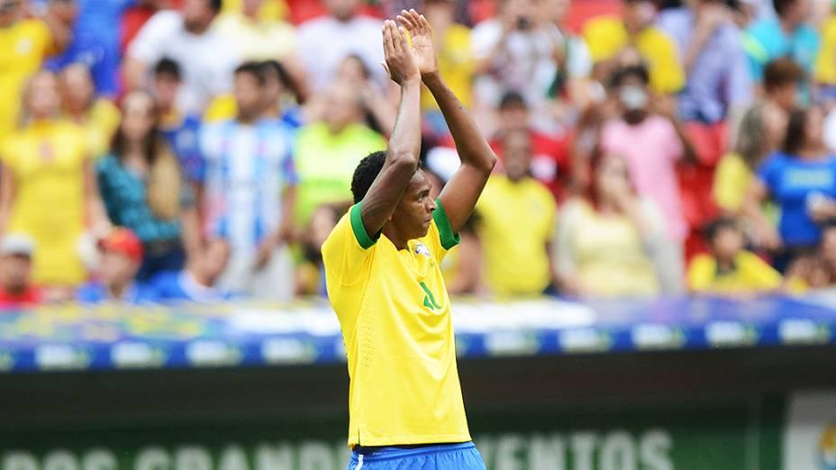 Jô comemoragol durante amistoso entre Brasil e Austrália no estádio Mané Garrincha em Brasília