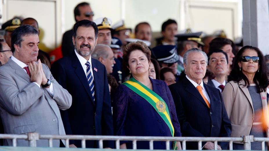 A presidente da República, Dilma Rousseff, participa do desfile cívico militar de 7 de Setembro, realizado na Esplanada dos Ministérios, em Brasília - 07/09/2014