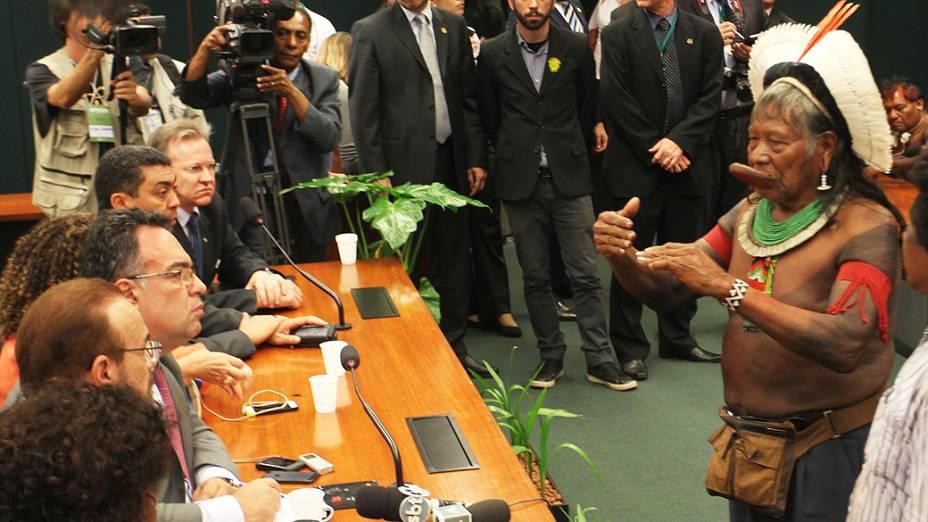 Índios durante reunião com o presidente em exercício da Câmara dos Deputados, André Vargas<br>