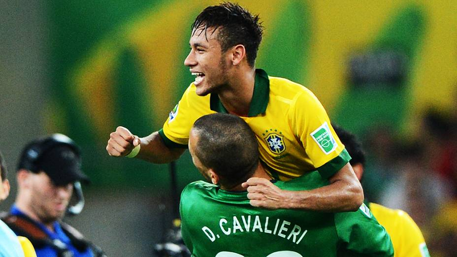 Neymar comemora no estádio Maracanã durante final da Copa das Confederações entre Brasil e Espanha, no Rio de Janeiro