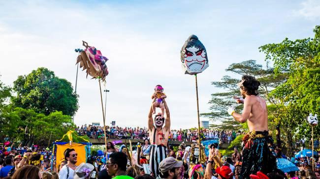 Bloco 'Orquestra Voadora' desfila no Aterro do Flamengo no Carnaval do Rio, em 04/03/2014