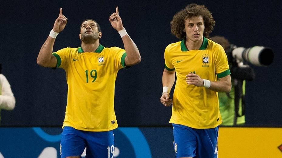 Hulk abriu o placar para o Brasil contra o Chile