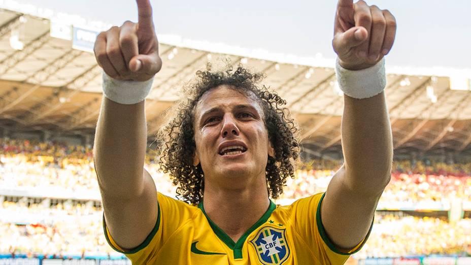 David Luiz comemora aos prantos a vitória do Brasil sobre o Chile