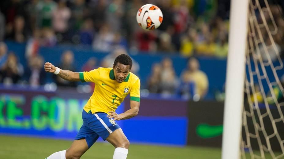 Robinho cabeceia para dar a vitória ao Brasil contra o Chile
