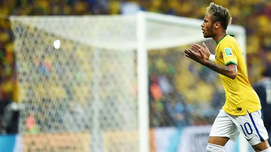 Neymar durante jogo contra a Colômbia no Castelão, em Fortaleza