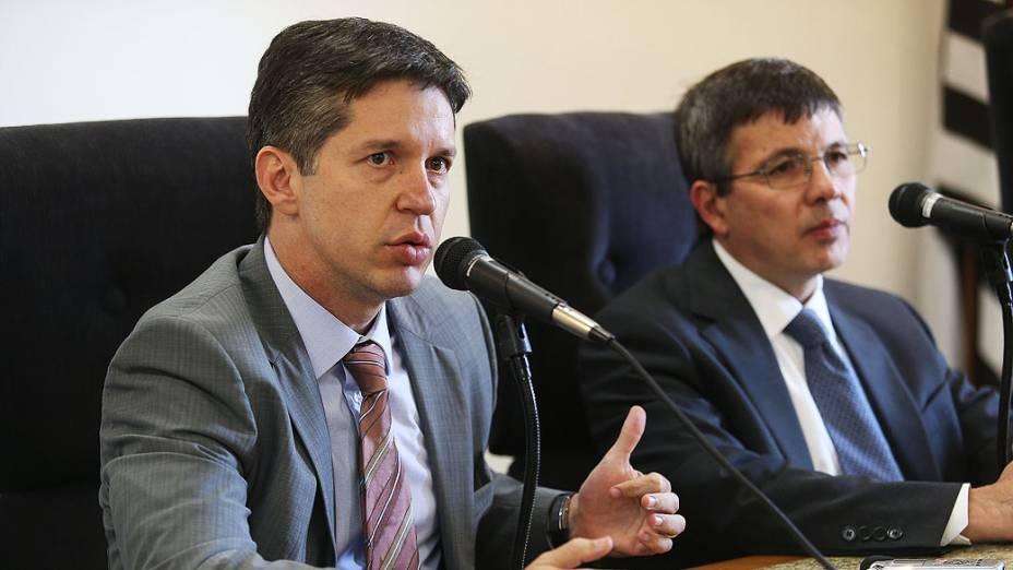 Roberto Victor Anelli Bodini, promotor de justiça do GEDC, e Cesar Dario Mariano da Silva , promotor de justiça de patrimônio social,  durante entrevista coletiva a respeito do caso da corrupção dos fiscais da prefeitura de São Paulo, realizada na sede da Promotoria Pública de São Paulo - (14/11/2013)