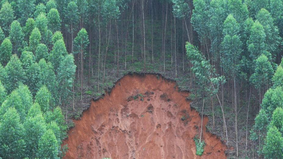 Deslizamento de terra devido as fortes chuvas em Sardoá, no Vale do Rio Doce, no leste de Minas Gerais