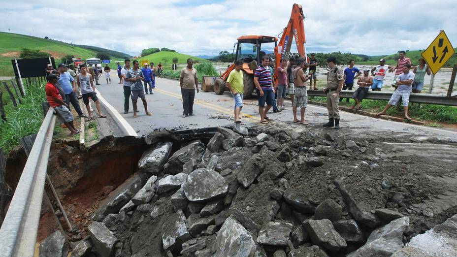 Estragos causados pela forte chuva que atingiu a região de Governador Valadares, no interior de Minas Gerais