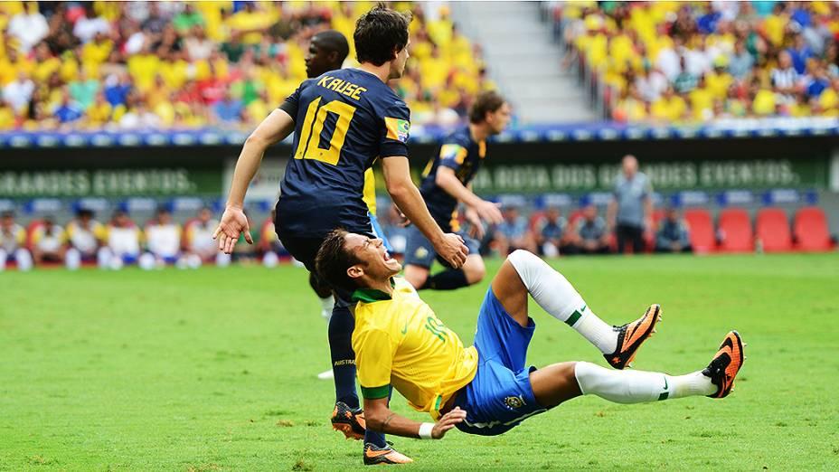 Neymar disputa jogada no amistoso entre Brasil e Austrália no estádio Mané Garrincha em Brasília