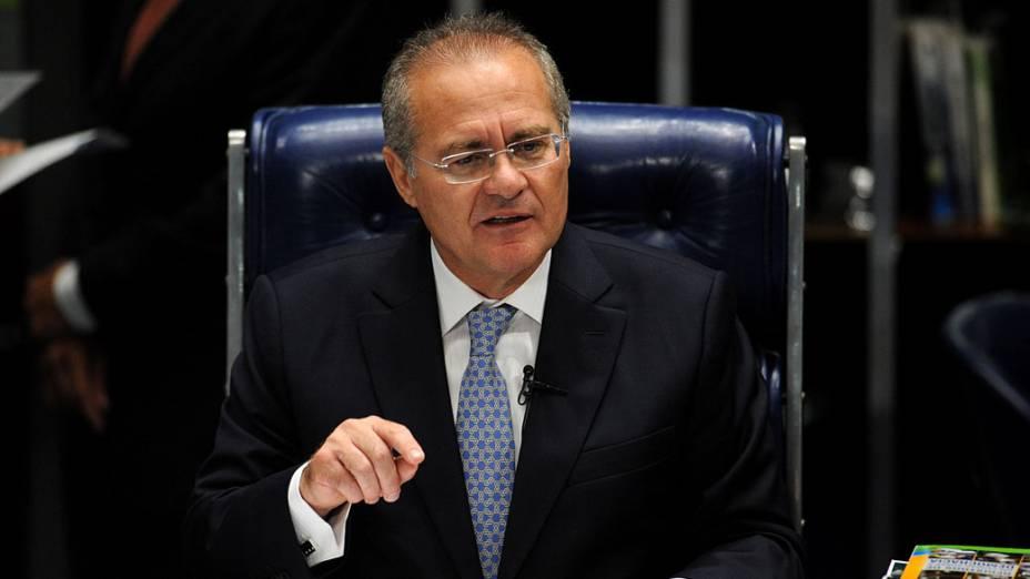 Senador Renan Calheiros fala perante o Senado Federal no Congresso Nacional depois de ser reeleito como presidente do Senado, em Brasília