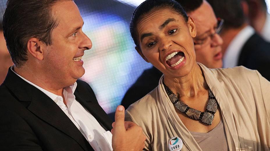 Eduardo Campos e Marina Silva conversam durante lançamento de chapa presidenciável do PSB