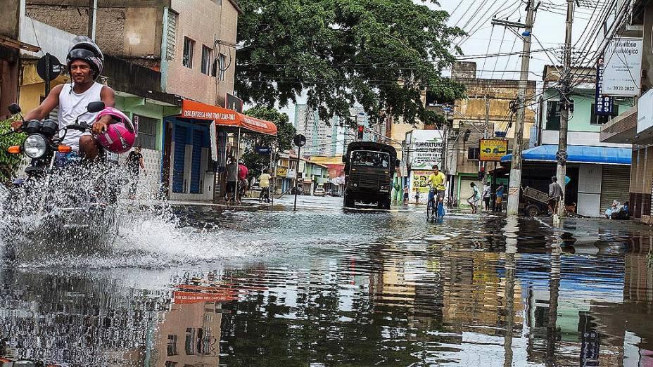 Chuva causa estragos e alagamentos Bairro Parque das Gaivotas na cidade de Vila Velha, Espírito Santo