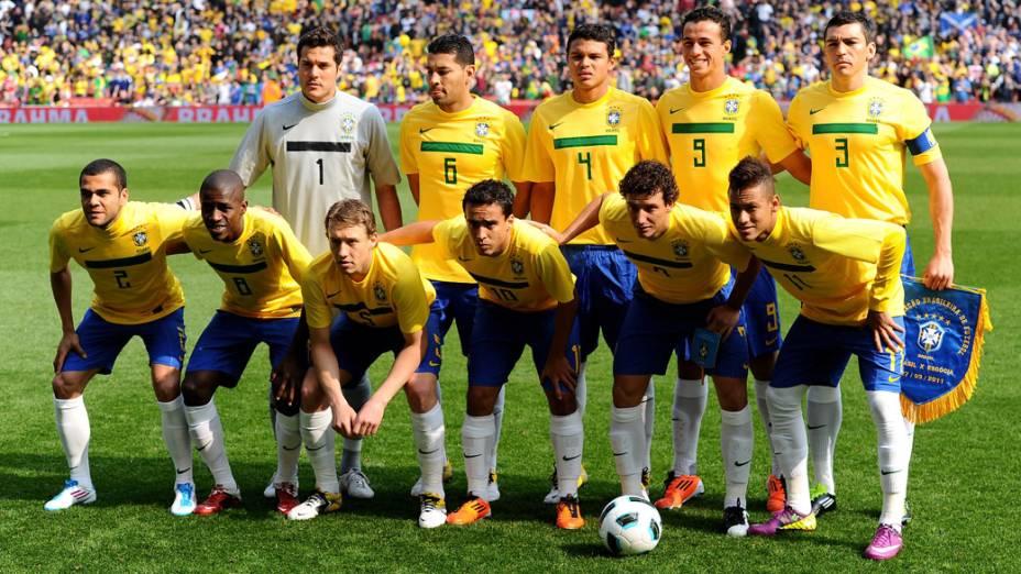 Seleção do Brasil posa para a foto oficial antes do amistoso contra a Escócia, em Londres - 27/03/2011