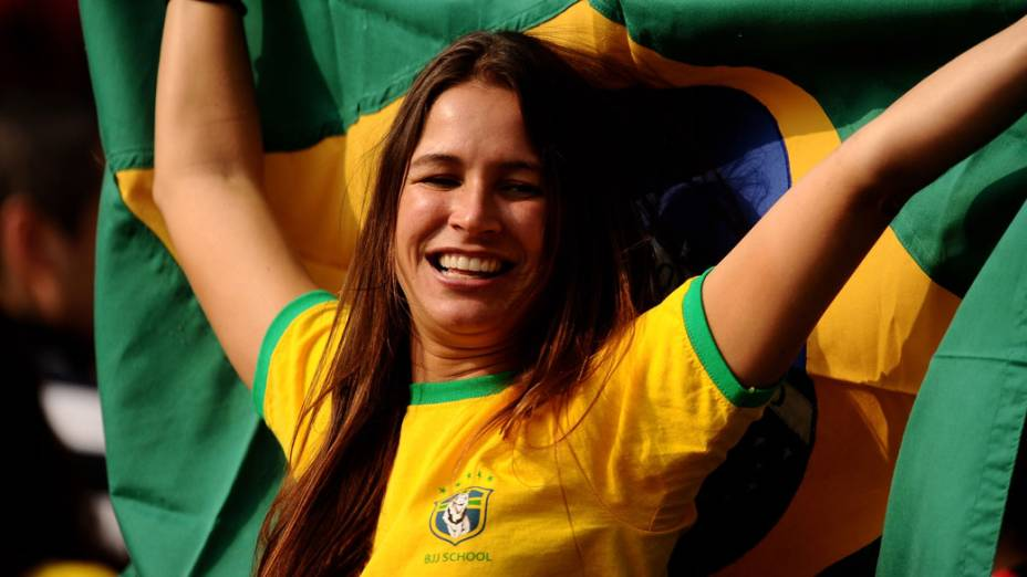 Torcedora do Brasil durante amistoso contra a seleção da Escócia, em Londres - 27/03/2011