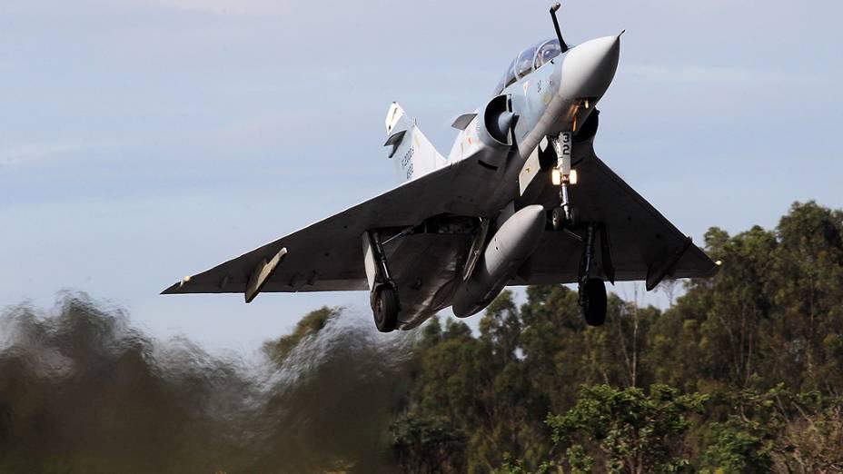 Mirage decola para um de seus últimos voos