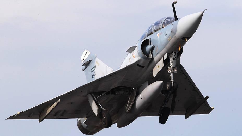Mirage alça voo em Anápolis na véspera da aposentadoria