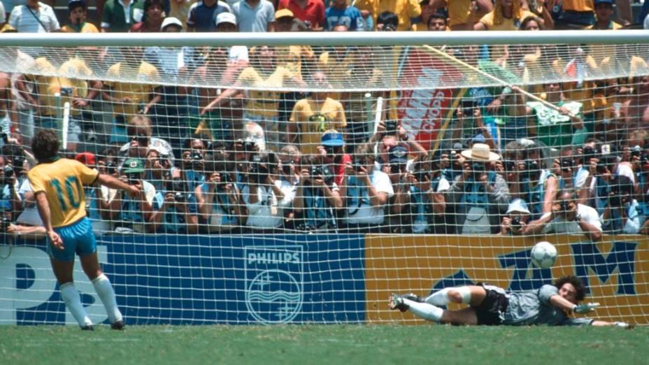 Em 1986, Zico perdeu pênalti e o Brasil acabou sendo eliminado nas quartas de final do Mundial do México
