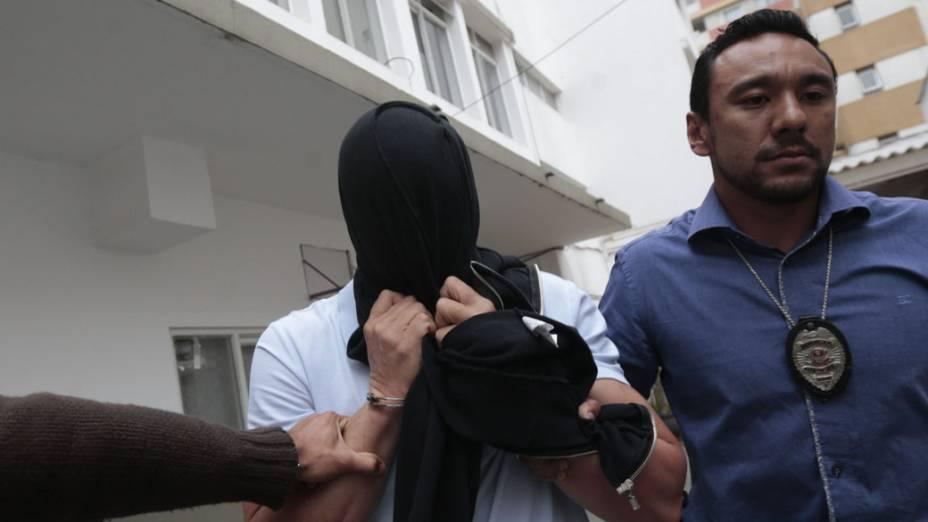 Suspeito de participar em esquema de fraude no ISS na gestão do prefeito Gilberto Kassab (2009-2012), Luis Alexandre de Magalhães deixa delegacia em São Paulo